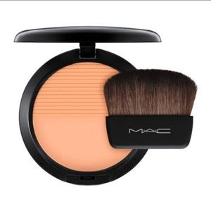 NWT. MAC Studio Waterweight Powder. Medium Plus.